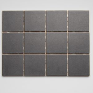 Hieta dark grey napeilla 10×10